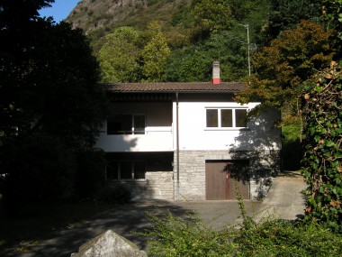 Biasca: casa solida e spaziosa in zona centrale e tranquilla