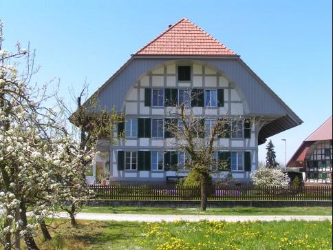 4.5-Zimmer Wohnung in umgebautem Bauernhaus
