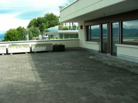 5 1/2 - Zimmer Terrassenwohnung mit Garten und grossem Balkon