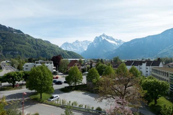 Aussicht von der Terrasse Richtung Glarner Berge