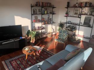Appartement ensoleillé au dernier étage à la Rue de Carouge