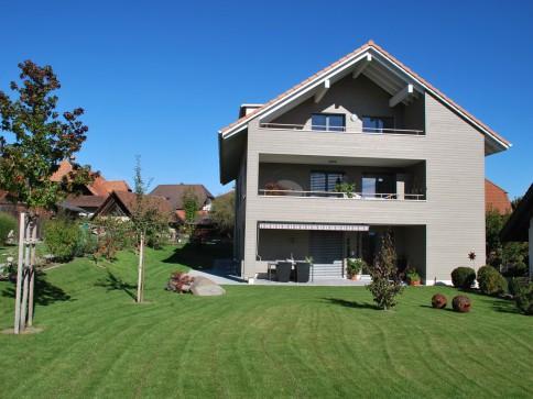 Attraktive 4 1/2-Zimmer Wohnung im 1. OG mit grossem Balkon