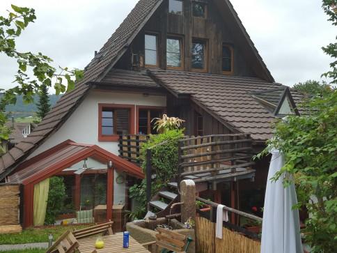 Bijou: sonnig, originell grossflächig, 4.5 Zi. Whg. ged. Balkon,Garten