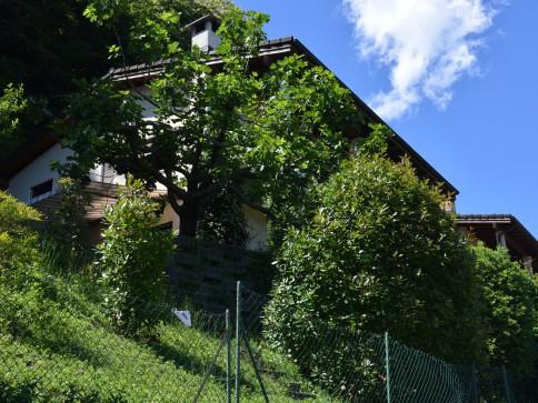 Casa con giardino e bella vista aperta