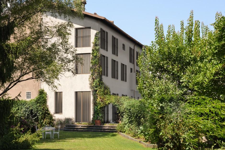 casa unifamiliare a 100 mt dal lago con giardino di 1000. Black Bedroom Furniture Sets. Home Design Ideas