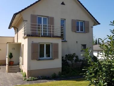 Einfamilienhaus - Zentral gelegen und mit grossem Garten und Garage