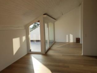 ERSTVERMIETUNG - Grosse & top moderne 3.5 Zimmer Attika-Wohnungen