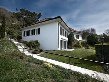 Exklusive 8.5-Zimmer-Villa mit Pool an hervorragender Aussichtslage
