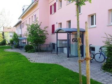 Exklusive Dachwohnung mit Balkon im Grünen