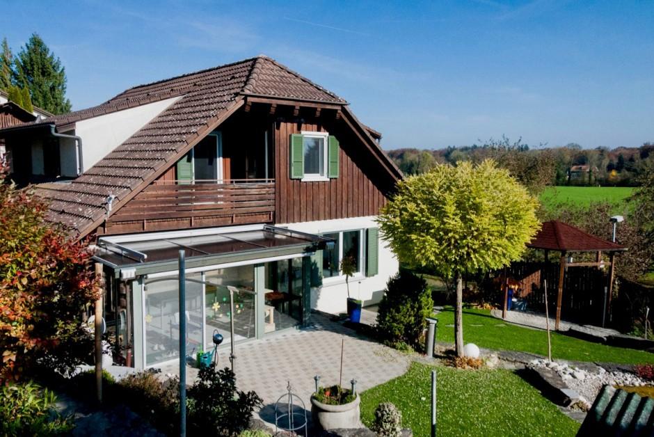 Freistehendes Einfamilienhaus mit schönem Umschwung und