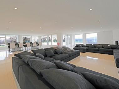 Grosse 10-Zi Villa m. 6 Garagen-PP,Kamin,Kochinsel,Hallenbad+Sauna,ÖV