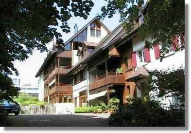 Grosse Wohnung im steuergünstigen Oberwil