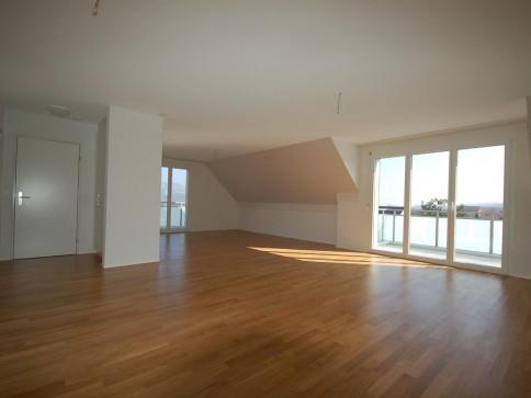 grosszügige 6.5-Zimmer-Dachmaisonette mit Studio