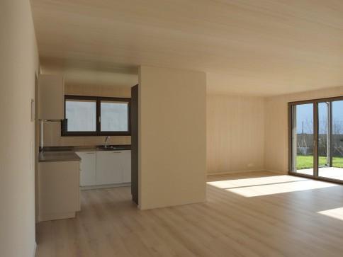 Grosszügige, helle 3,5-Zimmer-Dachwohnung in modernem Holzhaus
