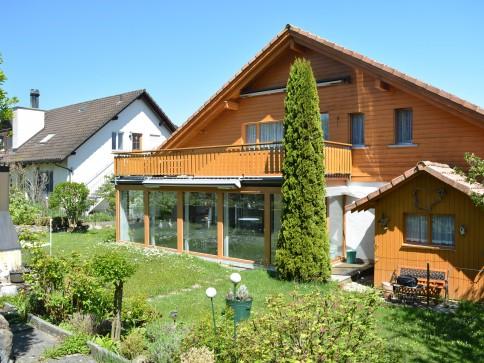 Grosszügiges Einfamilienhaus mit schönem Garten in Top Lage