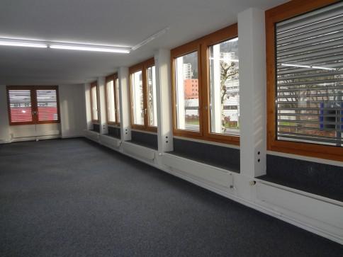 Helle Gewerbe-Büroräume mit guter öv - Anbindung
