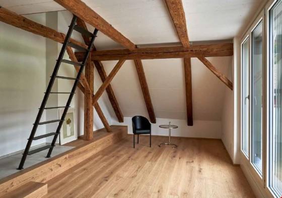 Wohnen mit Treppe zum Schlafgeschoss