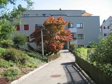 Moderne, total sanierte 4 1/2-ZW mit grossem Garten