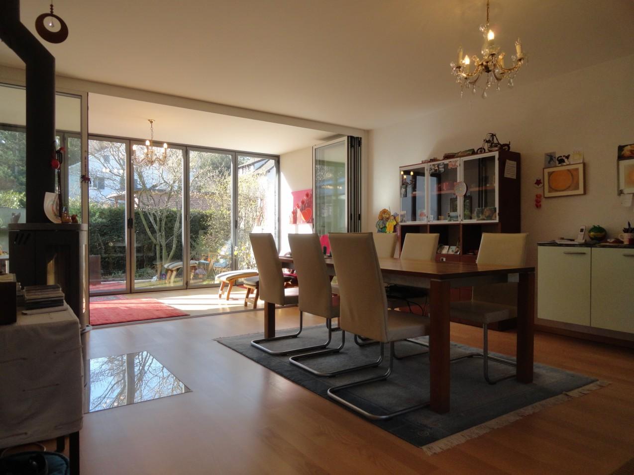 Modernes Haus Mit Garten. Affordable Modernes Haus Mit Pool Und ...