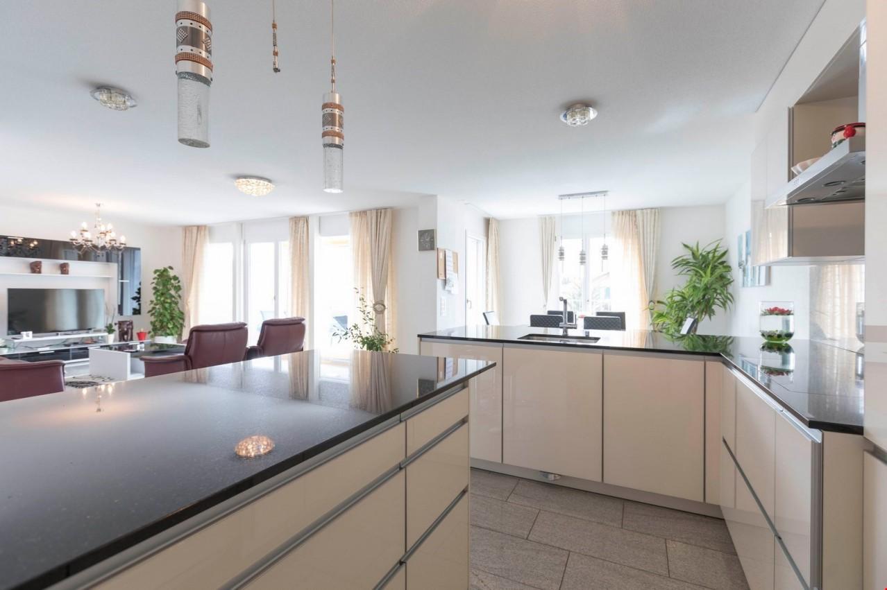 Modernes, neuwertiges 6.5-Zimmer-Doppeleinfamilienhaus an ruhiger ...