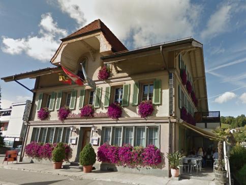 Restaurant & Bar & 4.5 Wohnung & 6 Mansarden