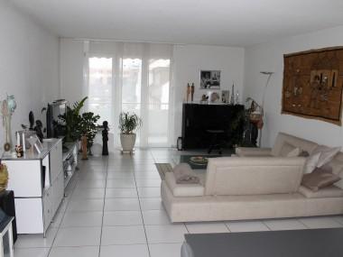 Schöne 4.5 Zimmer Wohnung zu vermieten