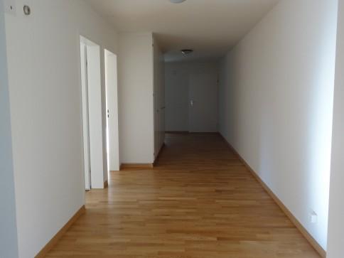 Schöne und helle 5.5 Zimmerwohnung mit grossem Balkon