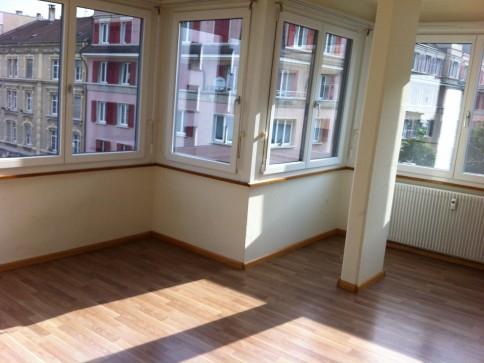 sehr helle zentrale 3.5 Zimmerwohnung 1. OG mit Lift