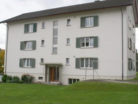 Sonnige und ruhige Lage / Teilsanierte Wohnung