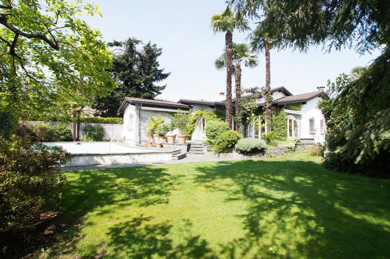 Tessiner-Villa mit Garten & Pool, zentral, ruhige Lage, 2 ...