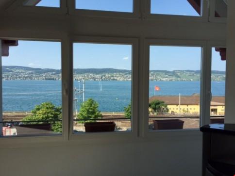Zentral gelegene 3 1/2 Zi-Maisonette Wohnung mit Galerie und Seesicht