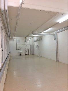 Raummasse 16 x 5 m - Raumhöhe 3.30 / 4.00 m
