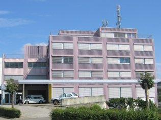 . . . . . . . . . . . . . . . . . . . . . . . . . . . . . . . . . . . . . . Büro-/Gewerbegebäude Spitzgrund, Altsagenstrasase 3/5, 6048 Horw