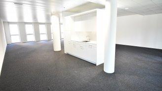 Büroraum mit Teeküche und Garderobe