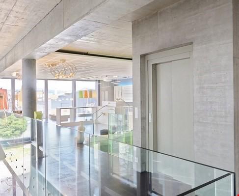 Offene und helle Räume im ganzen Gebäude, Lift ebenfalls vorhanden