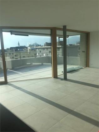 Wohnbereich mit Zugang auf Terrasse