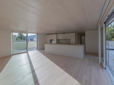 Attikageschoss mit exklusiver offener Küche und zwei Terrassen, mit Lift erschlossen