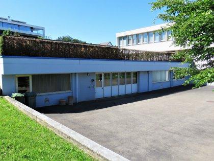 Zugang zu den Lagerräumen und der Garage im UG