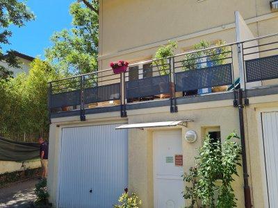 Facade: entrée principale et garage