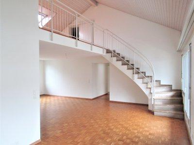 Wohnzimmer Treppe zur Galerie