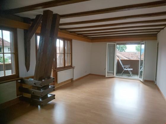 Wohnzimmer mit Sichtbalken