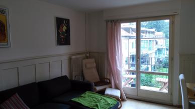 Wunderschönes, gemütliches Wohnzimmer mit kleinem Balkon