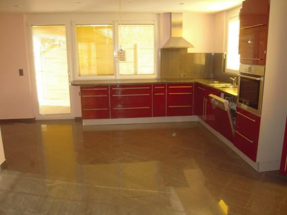 Blick vom Wohnraum in die Küche