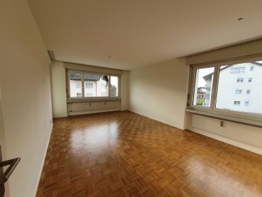 helle, renovierte 4 1/2 Zimmer Wohnung