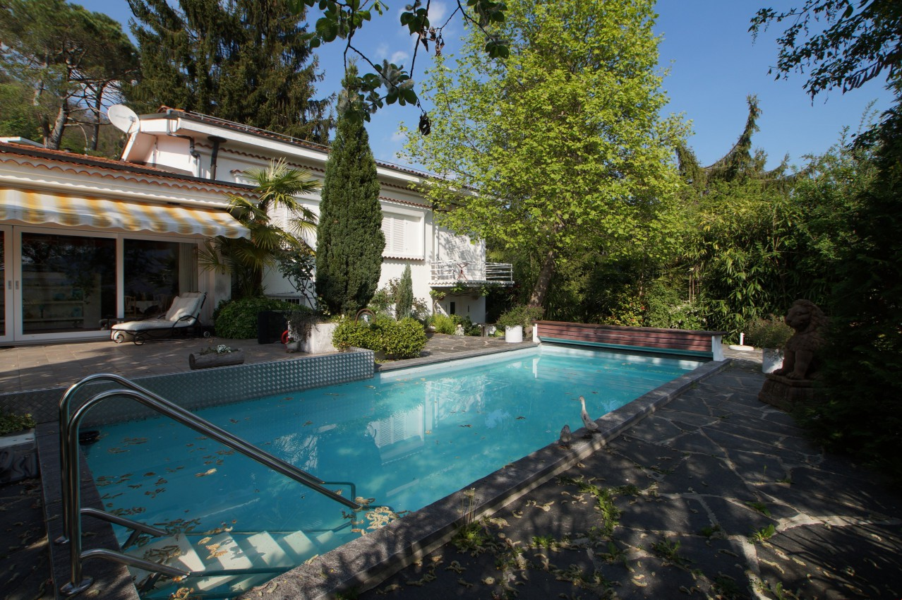 2 familien tessiner villa mit pool toller gartenanlage seesicht immoscout24. Black Bedroom Furniture Sets. Home Design Ideas