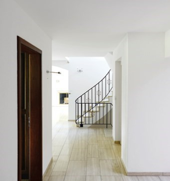 7.5-Zimmer, 330 m2 Anbau Haus auf drei Etagen