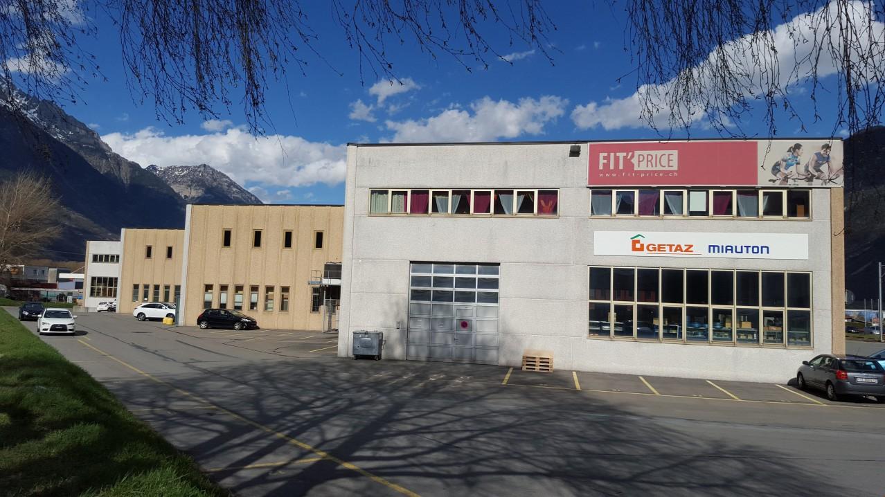 A Louer Halle D P T De 410 M2 Dans La Zone Industrielle