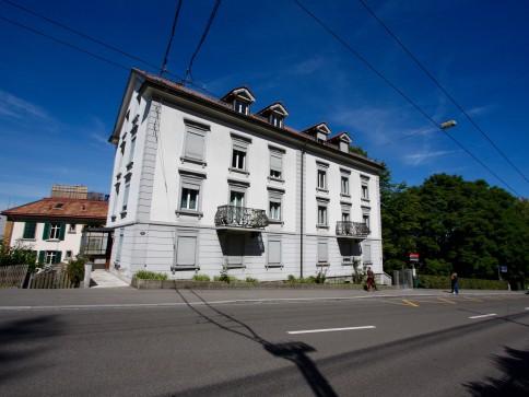 Grosszügige 4 Zimmerwohnung an zentraler Lage zu vermieten