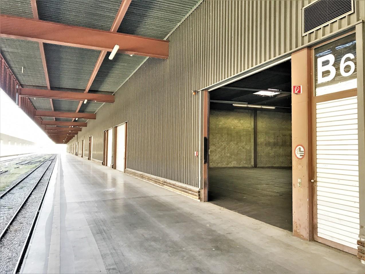 Halle logistique de 6000 m2 divisible louer yverdon for Location a yverdon