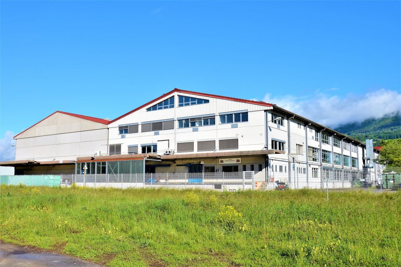 Halle logistique de 6000 m2 divisible louer yverdon for Location appartement yverdon les bain
